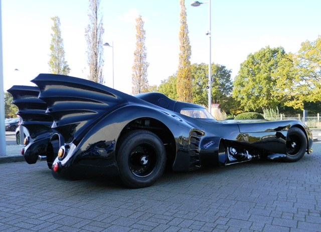 Batmovil Batman Vuelve. CálleseYCojaMiDinero.com