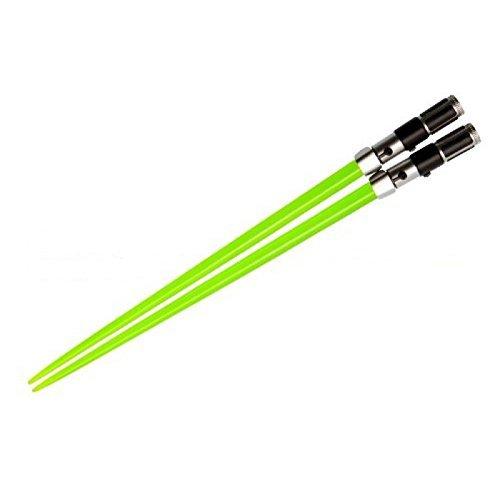 Palillos espada láser de Yoda. CálleseYCojaMiDinero.com