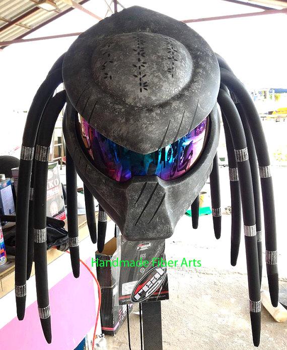 Casco de Predator para moto. CálleseYCojaMiDInero.com